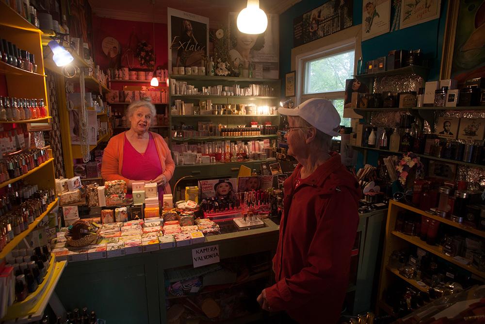 Tämän vierailun paikkana on Euran Kemikalio, parfyymisalonki, -museo ja Jokigalleria.
