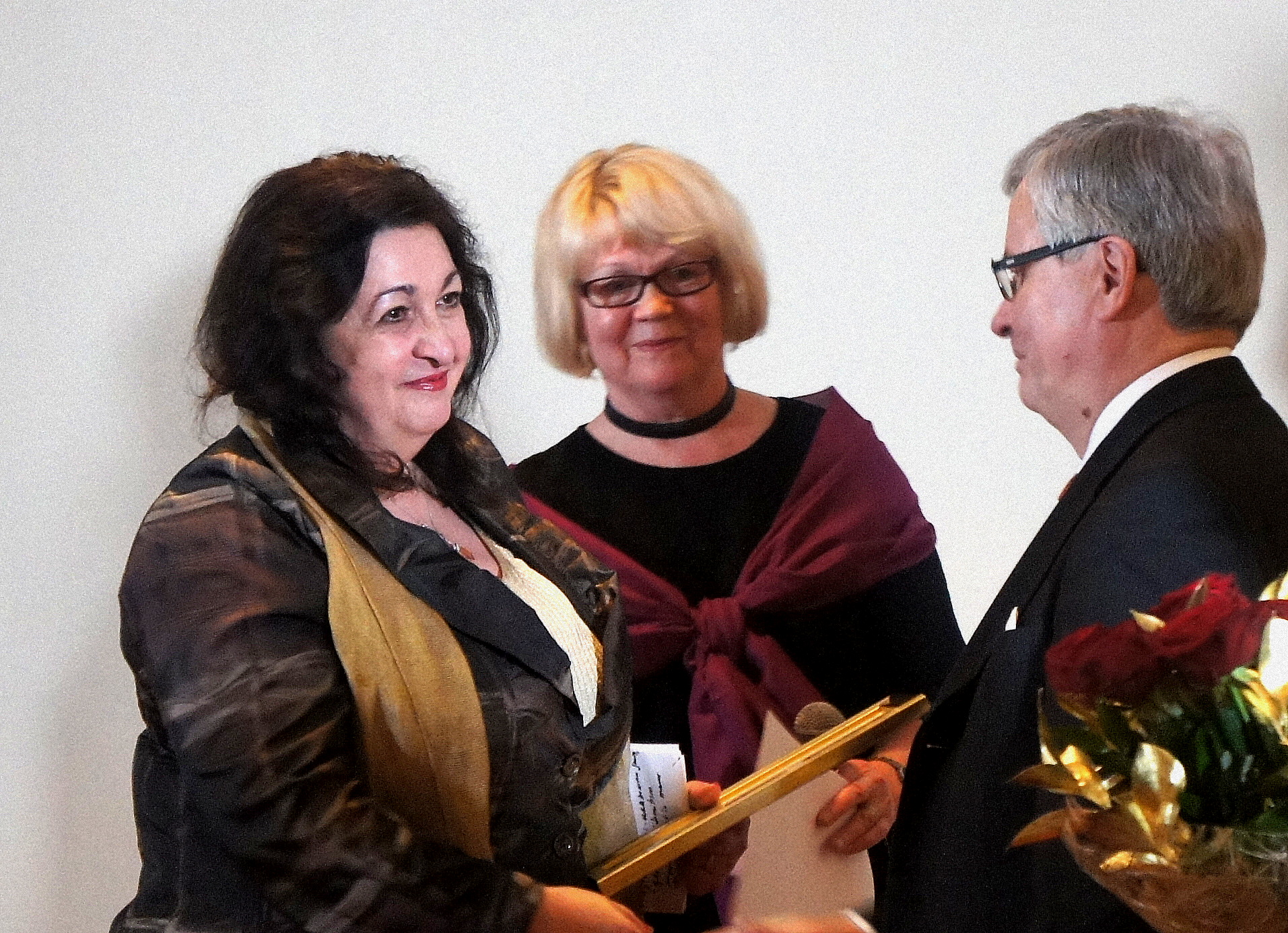 Inna Rogatchi receiving Award