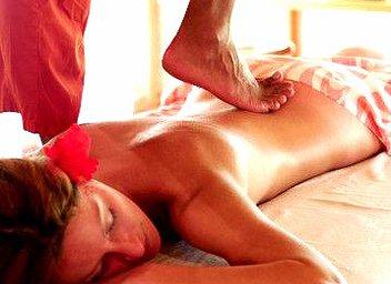 Ayurvedinen Chavutti tirumal hieronta vahvistaa lihaksia antamalla niille notkeutta ja syvää rentoutusta